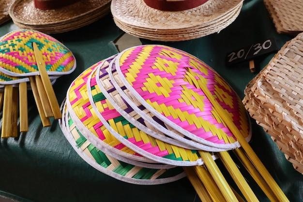 Ручной плетеный вентилятор из бамбука