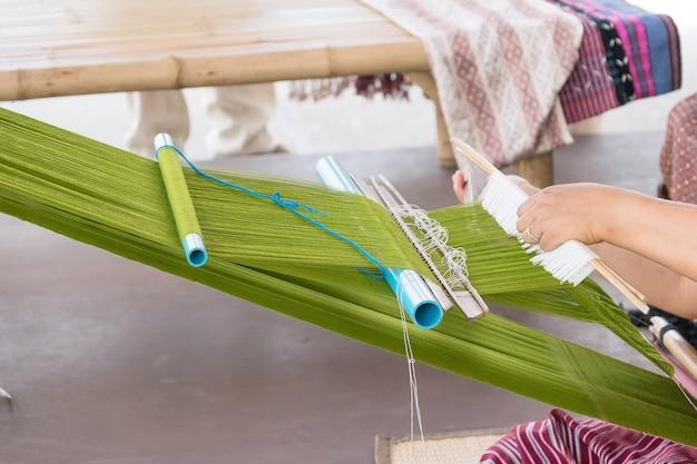 美しい仕上がりの古代タイの手作り織り。