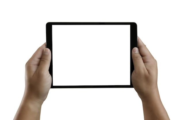 Руки держат стол с белым экраном для макета на белом фоне