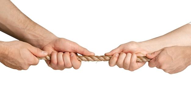 白い背景の上の指でロープを保持している手。それぞれが撃たれる