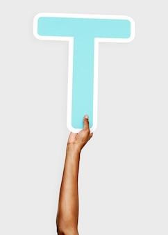 Руки с буквой t