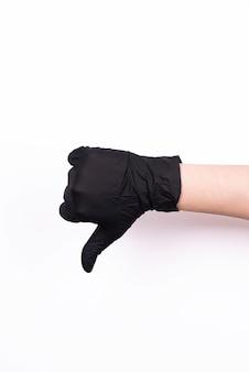 分離された黒い医療用手袋の手