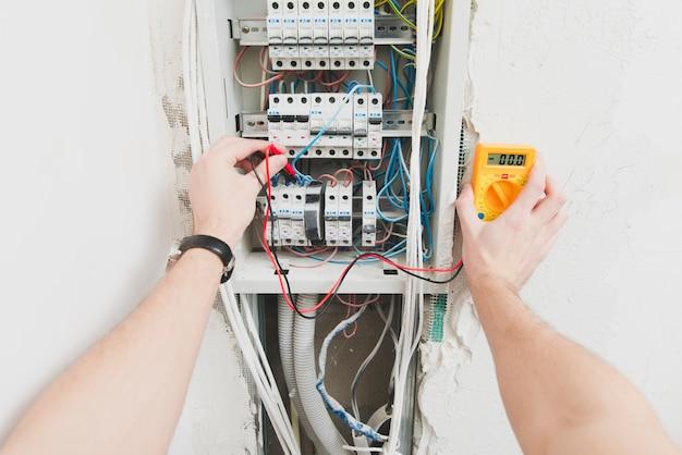 Hands of mounter measuring voltage
