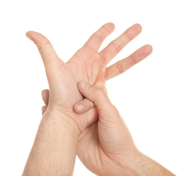 指の痛みに苦しんでいる若い男の手
