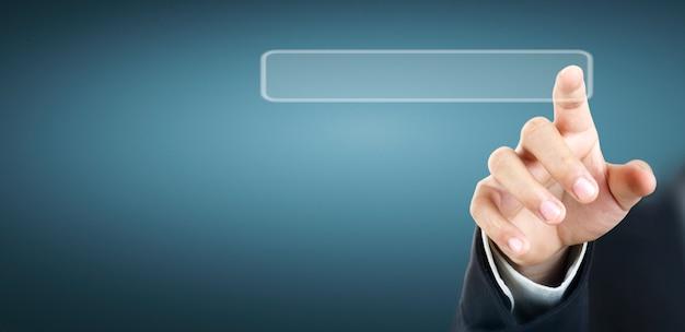 Руки касаясь кнопки экрана интерфейса глобальной сети связи клиента