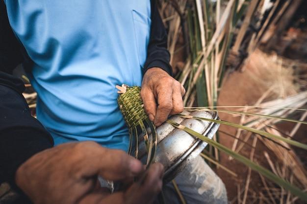 Руки плетут бамбуковые корзины в домашних условиях, делают корзину
