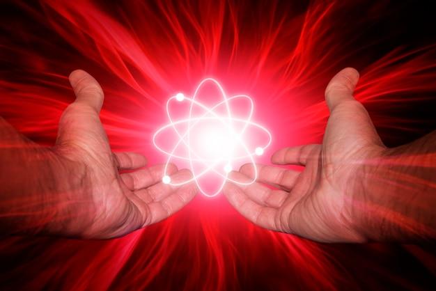 Руки с молекулой