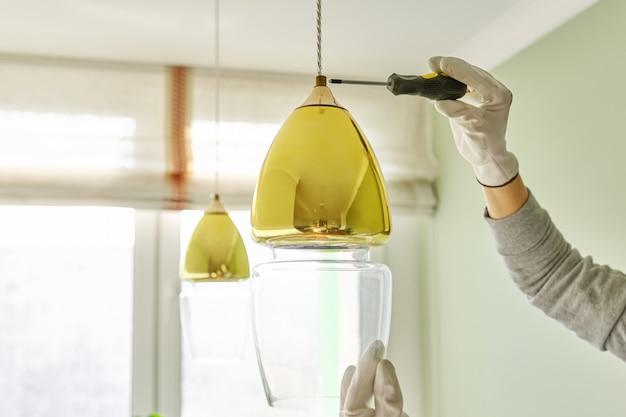 스크루 드라이버 피팅 설치 램프, 샹들리에와 손