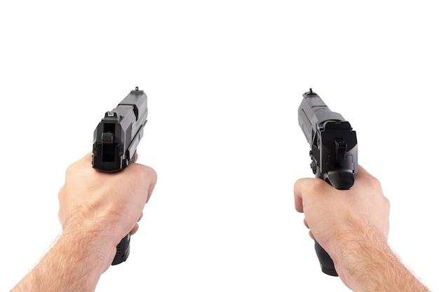 Whitwで分離された2つの銃を持つ手