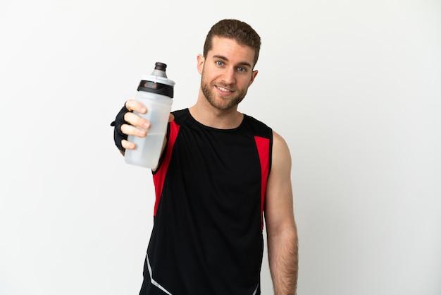 スポーツウォーターボトルと孤立した白い背景の上のハンサムなブロンドの男