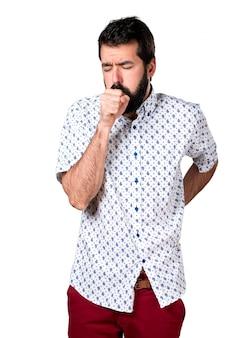 Красивый брюнетка с бородкой кашляет много