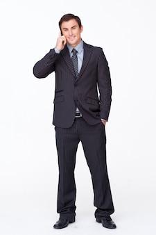 白く電話で話すハンサムなビジネスマン