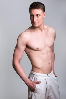 잘 생긴 백인 남자 흰색 절연