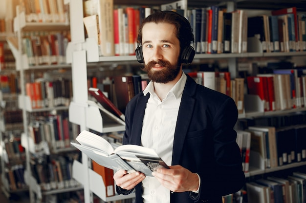 도서관에서 잘 생긴 남자 연구