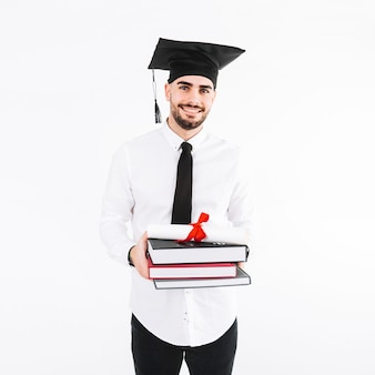 Красивый человек с книгами и дипломом