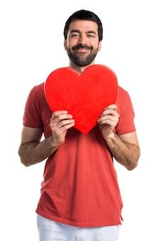 Uomo bello con un'icona del cuore