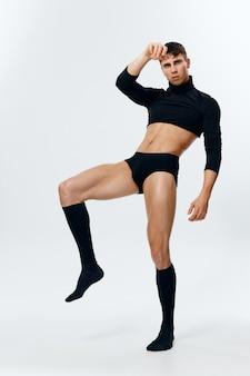 ハンサムな筋肉の男ボディービルダーフィットネスニーソックスセーター