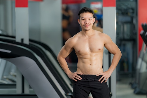 Handsome sporty man posing in gym
