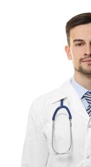 Красивый молодой врач со стетоскопом
