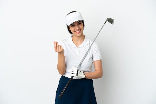 Красивая молодая женщина игрок в гольф, изолированные на белом фоне, делая денежный жест