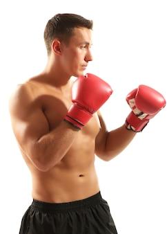 白で隔離のボクシンググローブを持つハンサムな若い筋肉スポーツマン