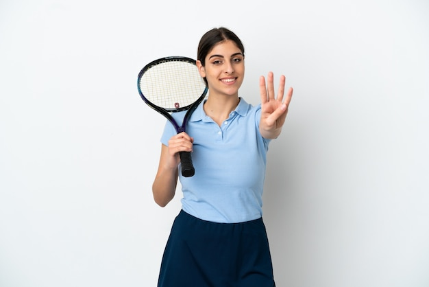 흰색 배경에 격리된 잘생긴 젊은 테니스 선수 백인 여성이 행복하고 손가락으로 4를 세고 있습니다.