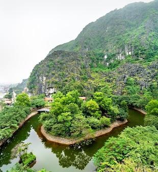 トランのハングムアの視点ベトナム、ニンビン近くの景勝地