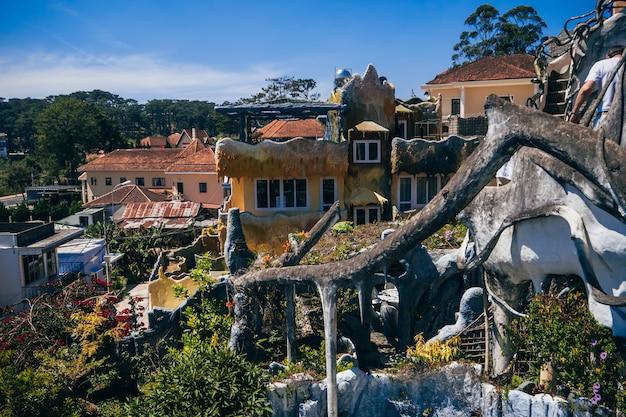 Пансионат hang nga, известный как безумный дом.
