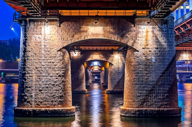 韓国、ソウルの夜の漢江大橋