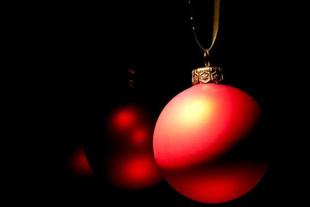 Висячие рождественские красные безделушки