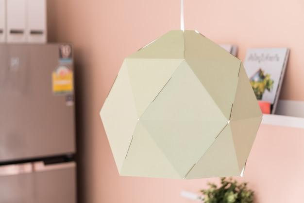 교수형 램프 장식. 배경에 빈티지 교수형 램프 조명