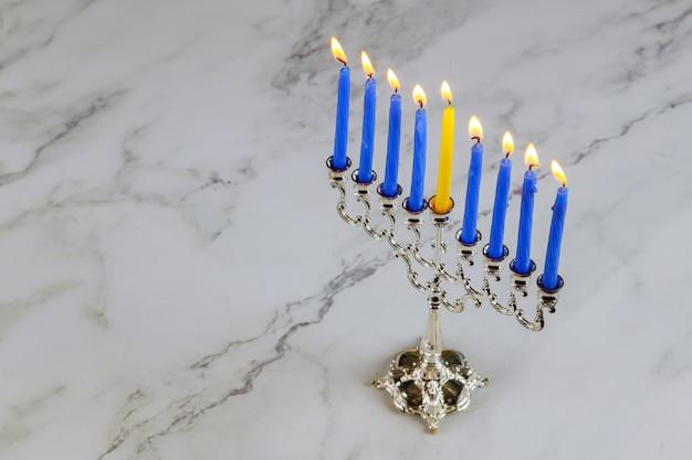 Ханука менора православный еврейский праздник символ ярко светящиеся свечи