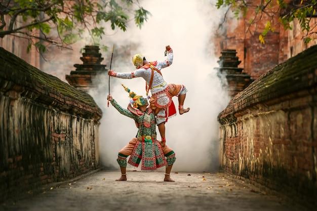 Hanuman and tos-sa-kan, khon thai, 태국 전통 무용, phra nakhon si ayutthaya 지방의 mahayana 사원에서 열리는 전통 라마야나 드라마.