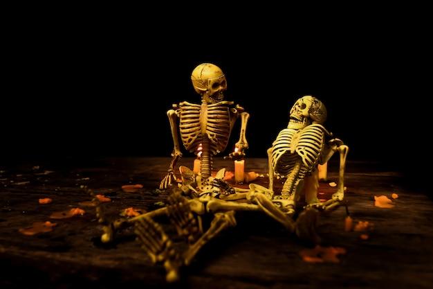 死後の幸福座って話す骨のモデルを想像してみてください。