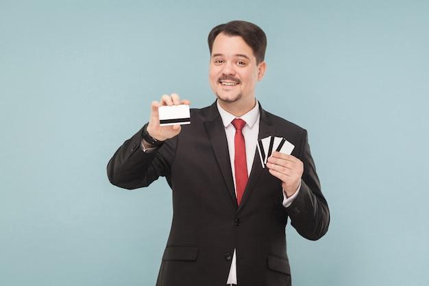 多くのカードを保持している幸福ビジネスマン