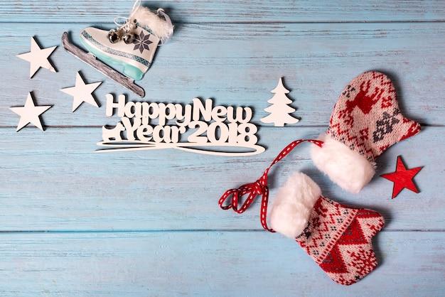 아이스 스케이트와 장갑과 함께 행복 한 2018 새 해 카드