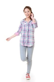 幸せなアジアの女の子の肖像画