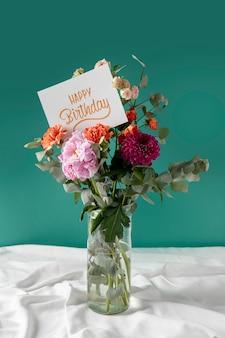 꽃 구색과 함께 생일 축하 카드