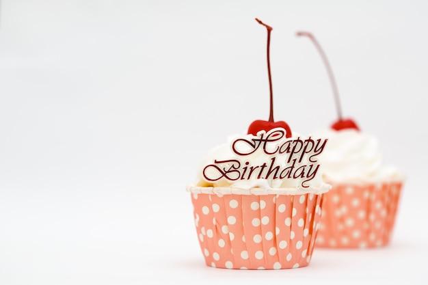 С днем рождения слово и торт с красной вишней