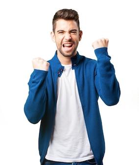 青いジャケットで幸せな少年