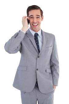 電話で幸せなビジネスマンは、クローズアップ