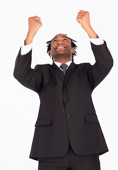 腕を上げた幸せなビジネスマン