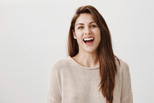 笑って、カメラに笑顔幸せな屈託のない女