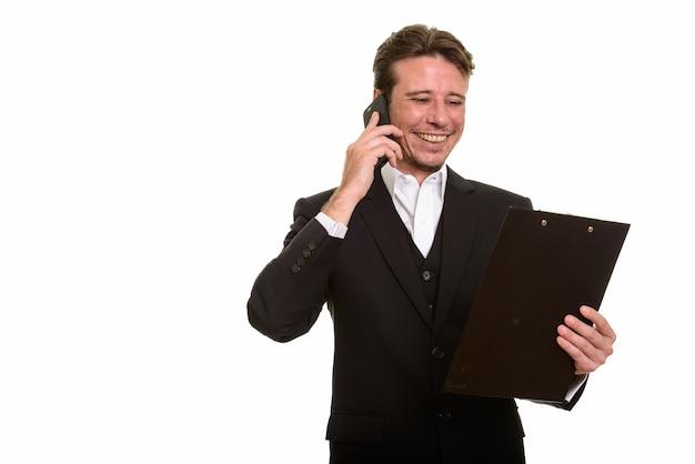 携帯電話で話している幸せな白人実業家