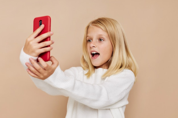 幸せな子コミュニケーションスマートフォンエンターテインメントトリミングビュー