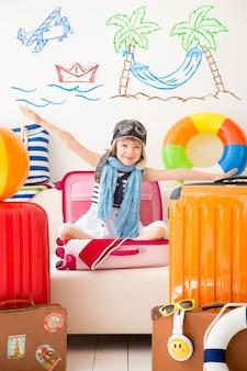 여름 휴가를위한 준비가 행복 한 아이 아이 집에서 재미