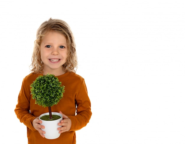 小さな木を持つ幸せな子供
