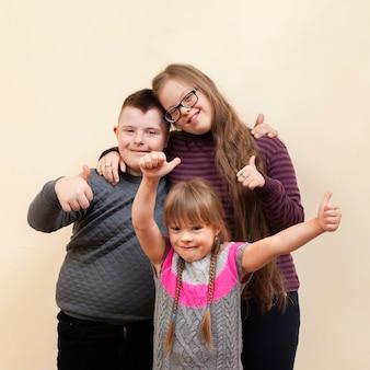 Счастливые дети с синдромом дауна