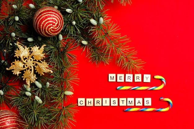 Счастливого рождества и нового года украшение с карамельными тростями.