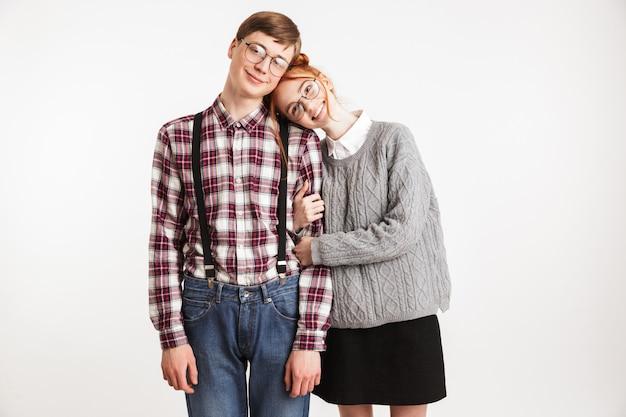 学校のオタクの幸せなカップル